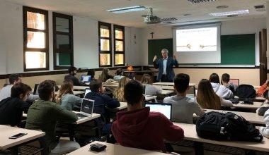 Josep Mª Brugués explica cómo gestionó la comunicación de crisis de Port Aventura