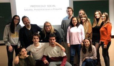 Taller sobre la aplicación del protocolo social en los eventos por la Escuela Internacional de Protocolo