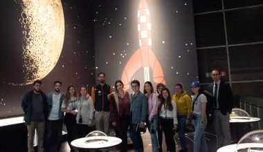 Los alumnos de Periodismo viajan a la Luna de la mano de Tintín